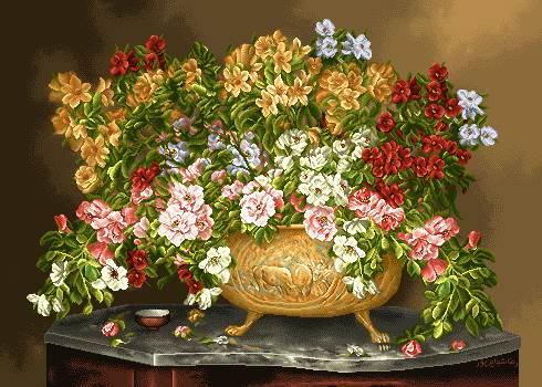 گلدان گل روی میز